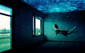 Creative_Wallpaper_Girl_under_Water_034917_